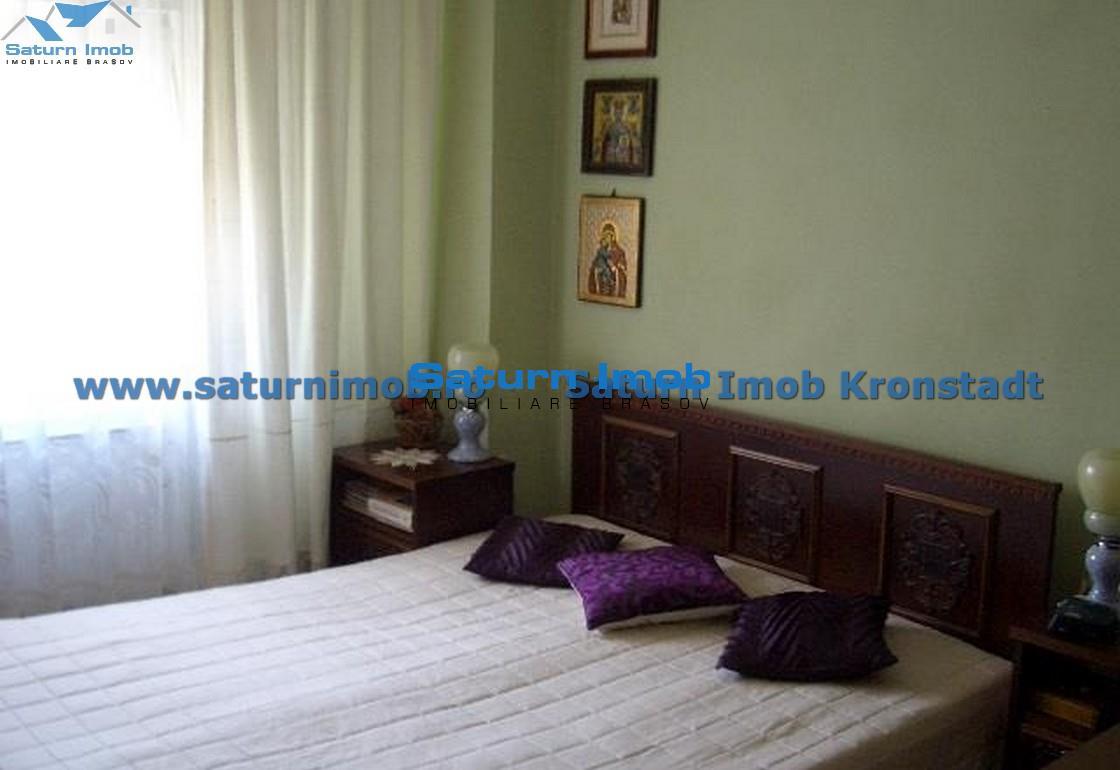 Vanzare Apartament 4 camere semidecomandat zona Centrul Civic