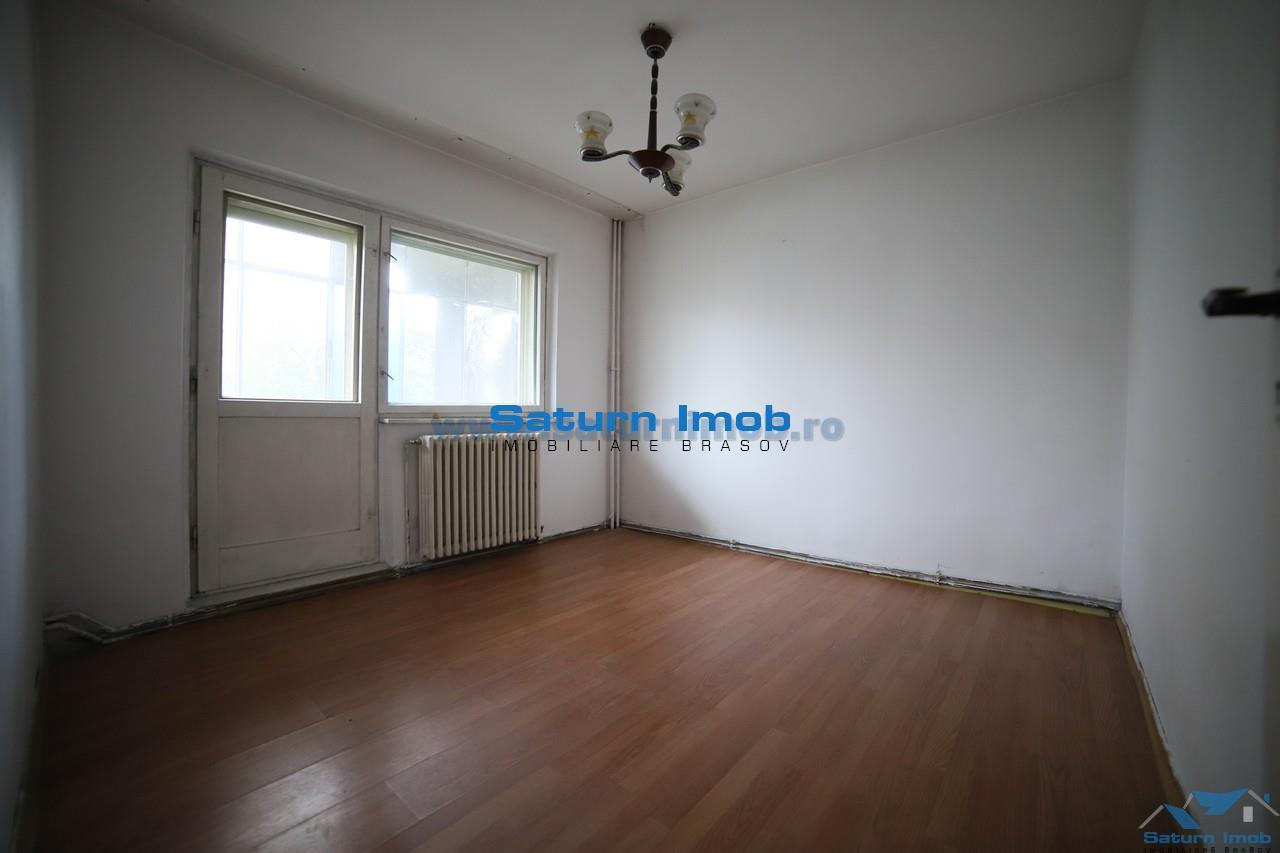Vanzare apartament 4 camere decomandat  ,etaj intermediar Scriitorilor