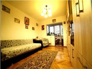 Vanzare apartament 3 camere decomandat zona Centrul Civic
