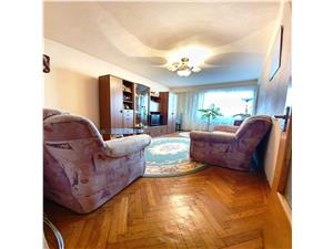 Vanzare apartament 4 camere,decomandat,Centrul Civic, etaj 3/4,insorit
