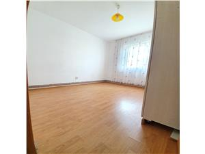 Vanzare apartament 2 camere, etajul 2/4, semidecomandat, zona Florilor