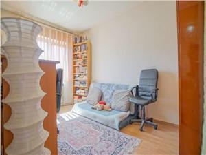 Vanzare apartament 4 camere semidecomandat zona Florilor