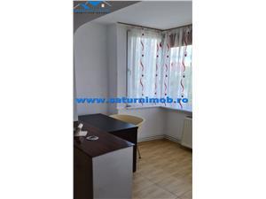 Vanzare apartament de 4 camere  semidecomandat zona Centru Civic