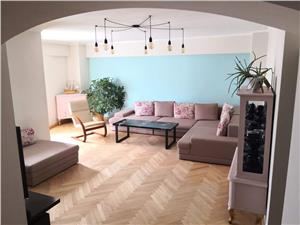Vanzare apartament 3 camere semidecomandat zona Centrul Civic