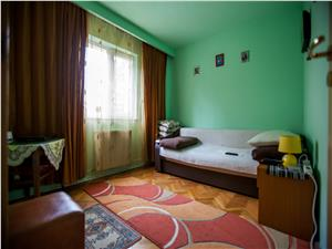 Vanzare apartament 3 camere, Cartier Scriitorilor, etajul 2/4, insorit