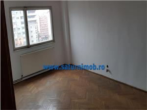 Vanzare apartament  3 camere decomandat zona Garii