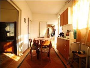 Vanzare Apartament 2 camere,semidecomandat, Centrul Civic