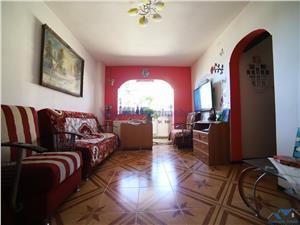 Vanzare apartament de 4 camere semidecomandat zona Triaj